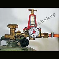 Propane gasp ressure regulator and manometer